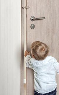 die passende kindersicherung finden ausw hlen. Black Bedroom Furniture Sets. Home Design Ideas